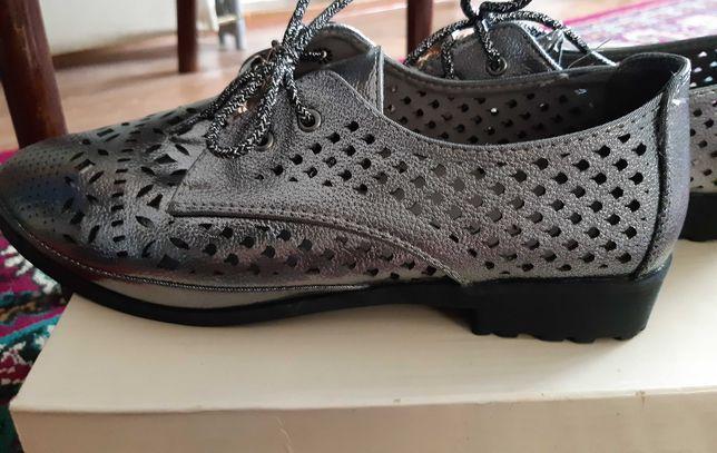 ПРОДАМ новые осенние туфли. Размер 39