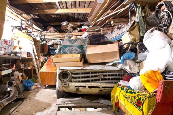 вывезу хлам старую мебель и прочее с квартир гаражей подвалов