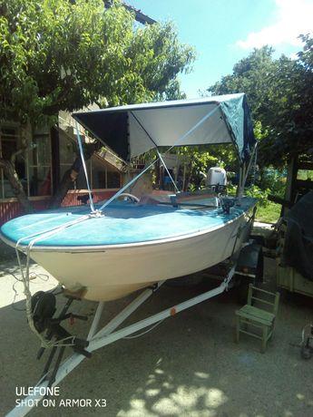 Продавам лодка