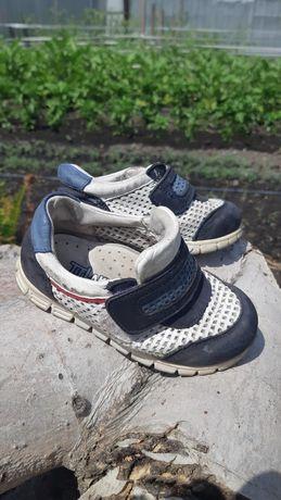 Продам ботиночки детские тифлани
