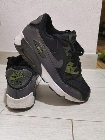Vând adidasi Nike 90