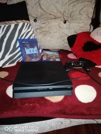 Vând PS 4 plus două jocuri!