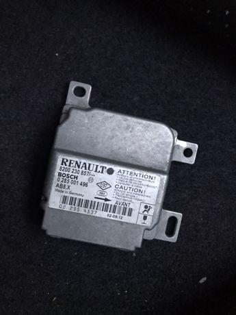 Продавам електронен блок за airbag за Рено Клио 2