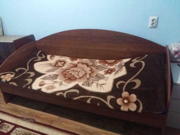 Кровать со спинкой