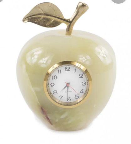 Часы из Оникса Яблоко .