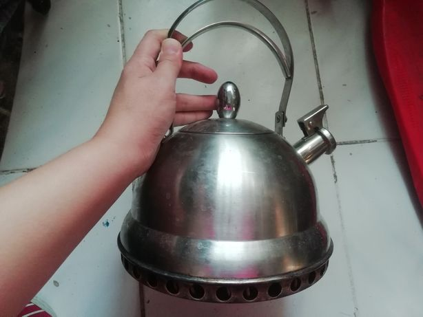 Чайник со свистком почти Новая
