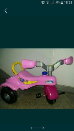 Tricicleta roz .