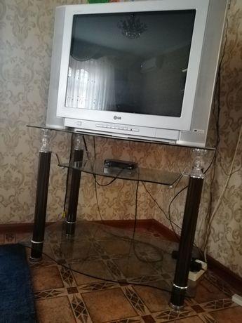Продам телевизор с подставкой срочно, состояние отличное, не пожалеете