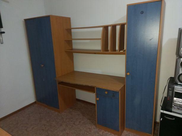 Шкаф с партой в хорошем состоянии