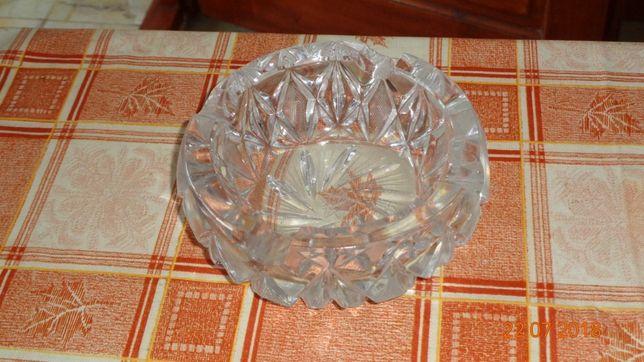Scrumiere cristal Medias si Gherla si o scrumiera sticla rubinie