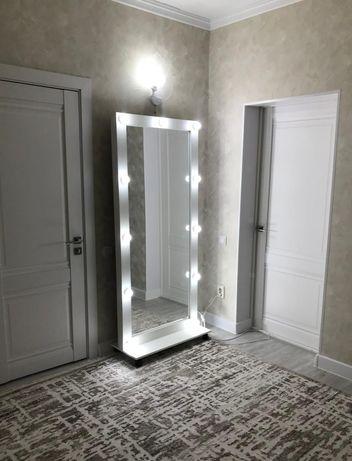 Зеркало с подсветкой для бутика