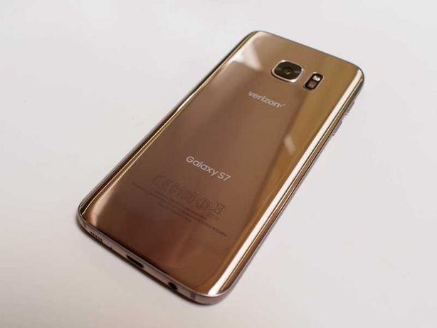 Samsung Galaxy S7 золотой