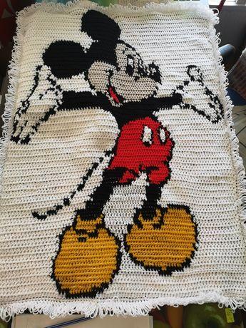Ръчно плетена постелка килим