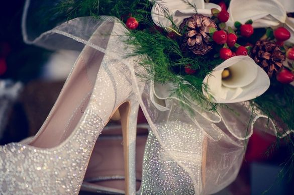Обувки с камъни