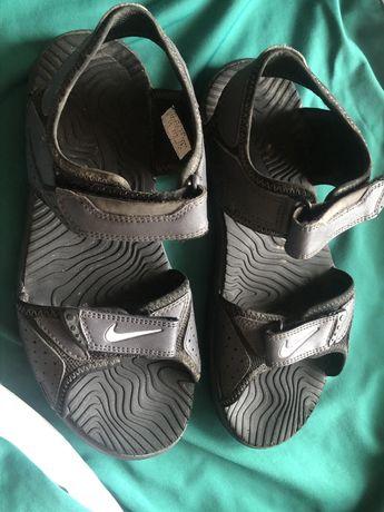 Доста запазени сандали на Nike(Найк), номер 37,5