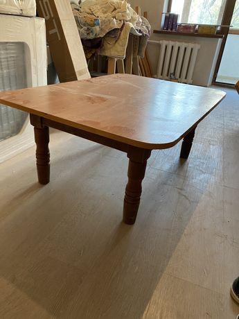 Стол маленький деревянный