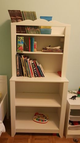 Biblioteca si masa de infasat Ikea