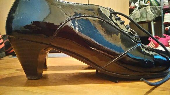 лачени черни дамски обувки с връзки МARC