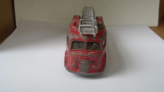Dinky 955 Fire Engine With Extending Ladder