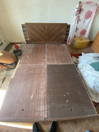 Б/Кровать, полуторка, тумбочки и сервант