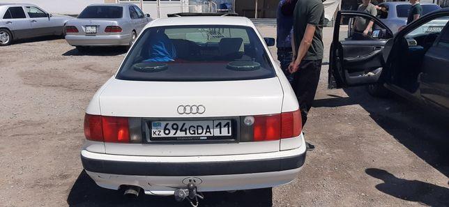 Машина ауди б4 хорошем состояние газ/бензин  механика