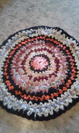коврик вязанный диаметр 60см