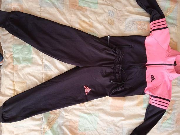Vând vesta Nike noua rochiță și tricou Mikey mouse și trening Adidas