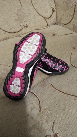 Детски футболни обувки 28 номер