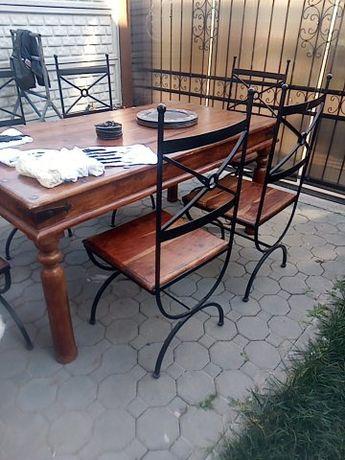 Masa cu 6 scaune lemn masiv nuc și  fier forjat
