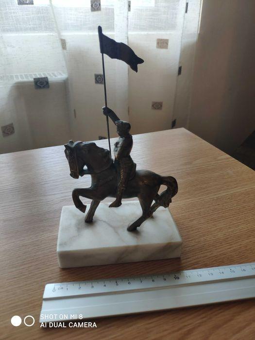 Statuetă bronz pe suport din marmură Focsani - imagine 1