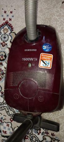 Продам пылесос Самсунг, с мешочком, работает,но не как новый