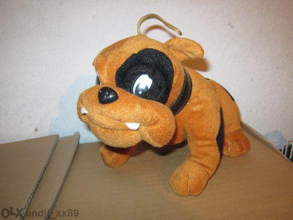 Продавам плюшена играчка куче