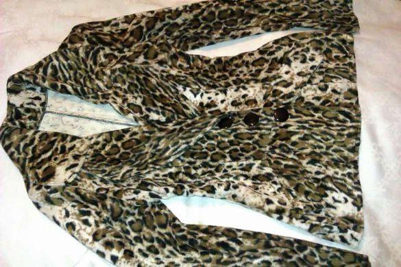 Дамски костюм (сако и пола)