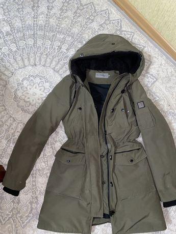 Продам зимнюю парку куртку Calvin Klein