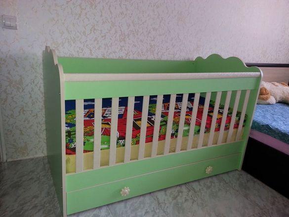Бебешко дървено легло