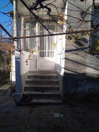 Къща с двор в с.Раклица Карнобатско