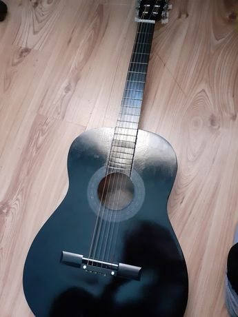 Chitară clasică + accesorii (husă,tuner, bretea umăr, coarde)