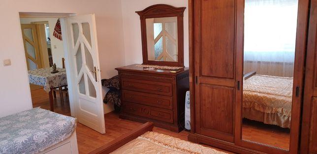 Casă de vânzare P+M : 2 camere, 1 living, bucătărie, baie, cămară, hol