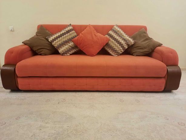 Продам диван, раскладывающиеся, б/у. Подушки идут в комплекте.