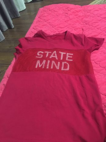 красная футболка