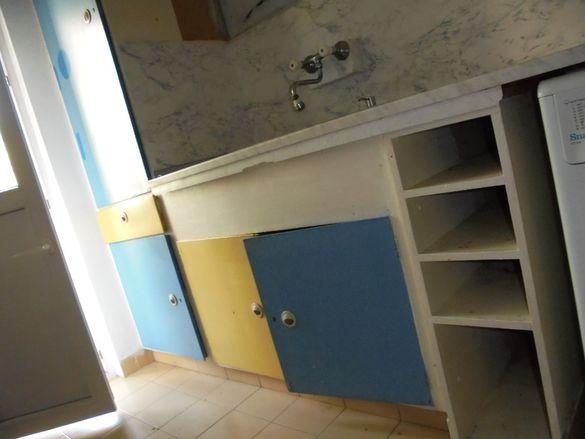 Подарявам шкафове за дървен материал