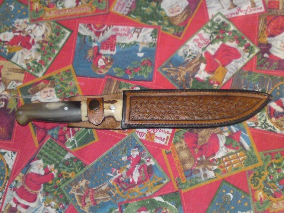 Продавам ловен нож с дрьжка хем от еленски рог хем от биволски