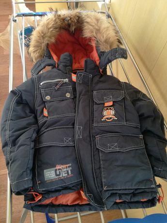 Продам детские зимние куртки и комбенизоны .