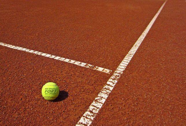 Zgura rosie pentru teren tenis