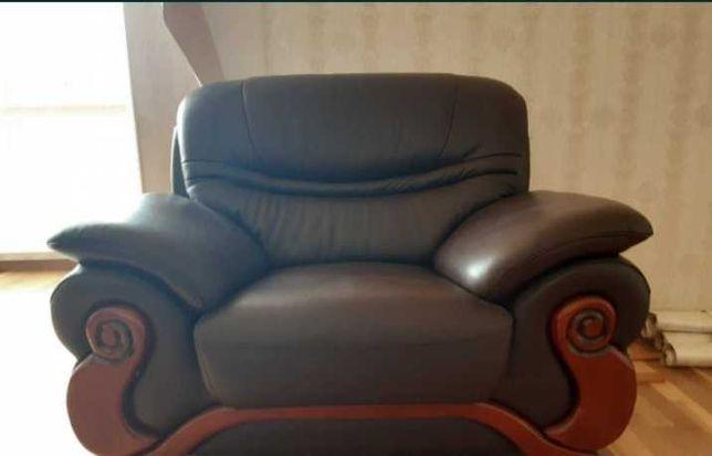 Продам диван комплект новое кожаное кресло и диван
