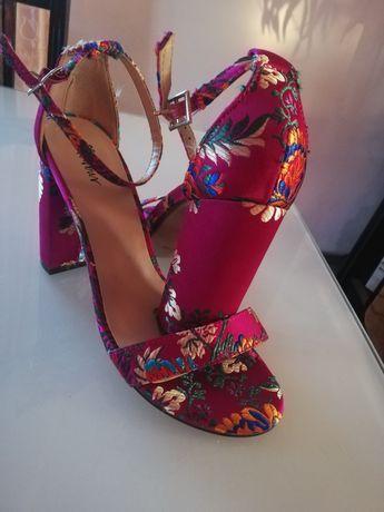 Vând pantofi noi