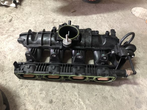колектор вихрови клапи 1.8 TFSI Audi