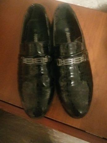 Продам туфли на мальчика р 32