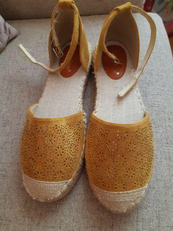 Sandale mustar cu perforatii