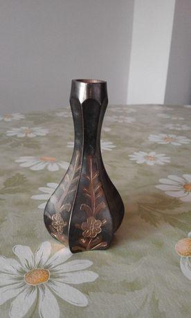 Гравирана декоративна месингова ваза
